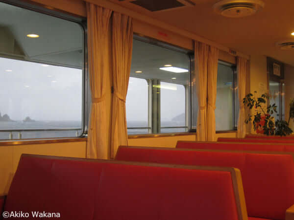 若菜晃子「おかしなまち、おかしなたび 続・地元菓子」雨の海峡と赤巻(鹿児島)